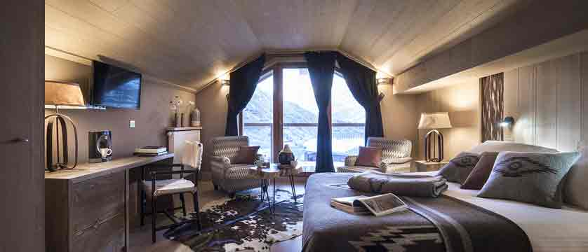 Hotel Le Taos - main hotel bedroom